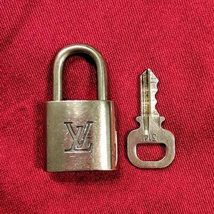 ⭐#314 Louis Vuitton padlock and key vintage